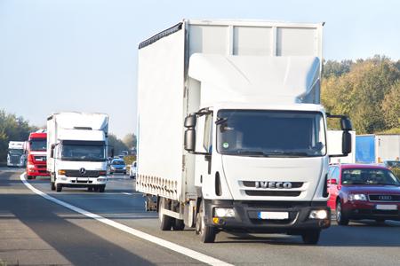Ogromnie Czy cena paliwa wpływa na stawki za fracht? Poradnik Transportowy NF18